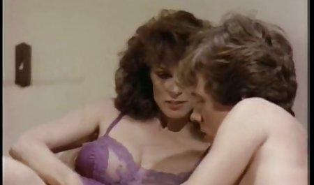 مگی در مقابل جک سکس از کون با مامان