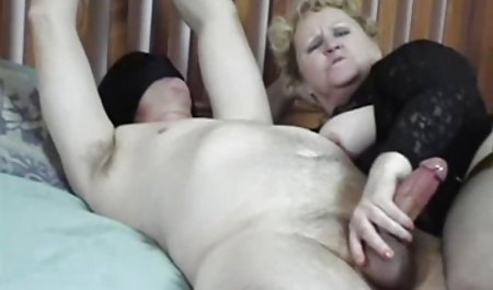 از میان شورت های داستان سکسی من و مامان او سر خورد